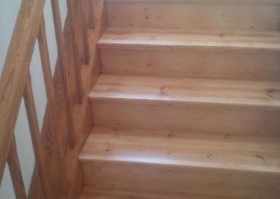 Holztreppe im Wohnhaus