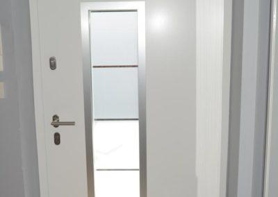 Haustüre in weiß mit Glaseinsatz