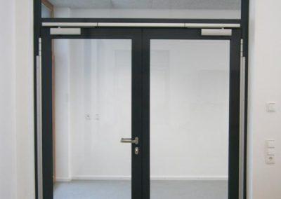 Eingangstüre mit Glas
