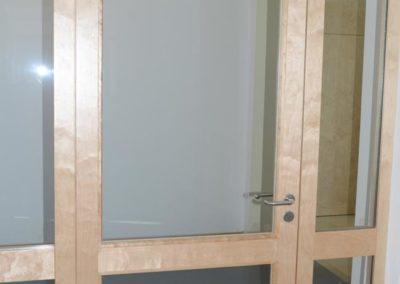 Tür mit Glasfenster
